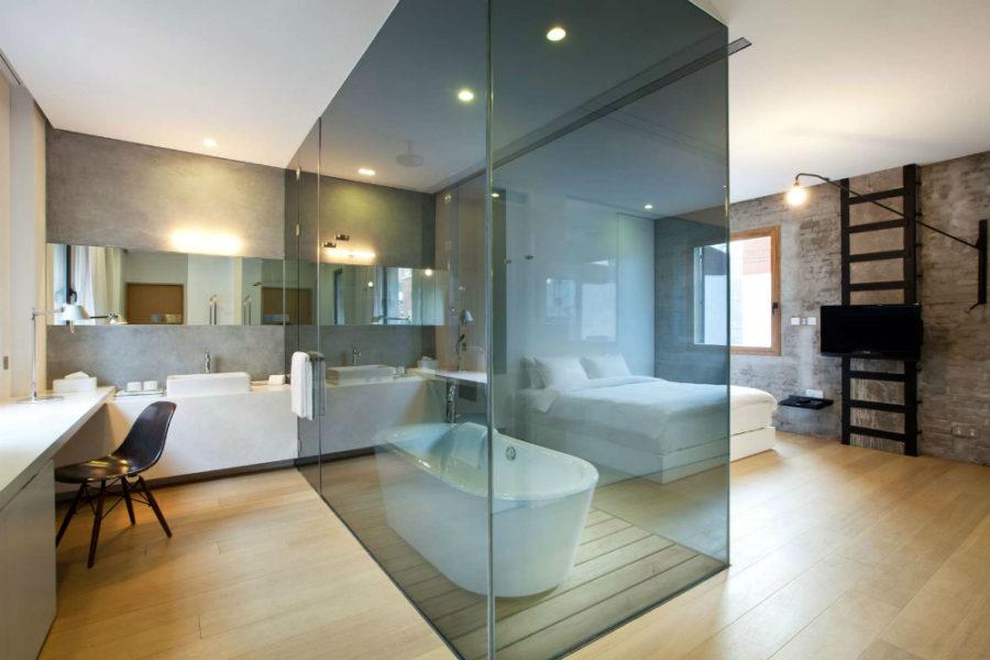 transparent bathroom hotel